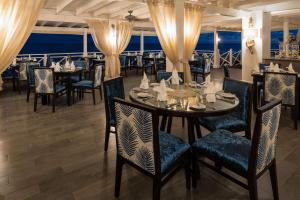 A restaurant or other place to eat at Sea Breeze Beach House All Inclusive by Ocean Hotels