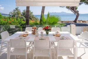 En restaurang eller annat matställe på Villa Amfora