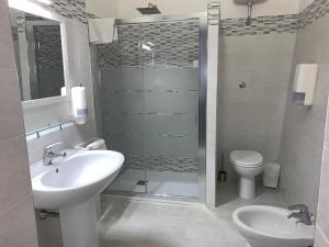 A bathroom at Tanit Hotel Villaggio Ristorante