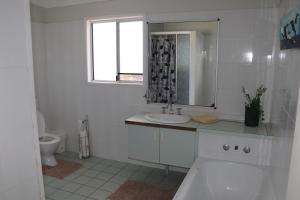 A bathroom at Pippies Beachhouse