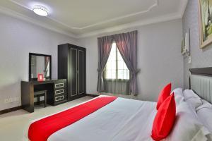 Cama ou camas em um quarto em Jubail High Rise Hotel