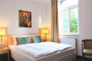 A bed or beds in a room at Airport Hotel Dürscheidt - KONTAKTLOSER SELF CHECK-IN