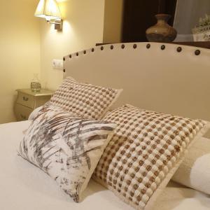 Una cama o camas en una habitación de Casa De Aldea La Galea