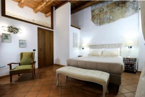 A bed or beds in a room at La Corte Segreta