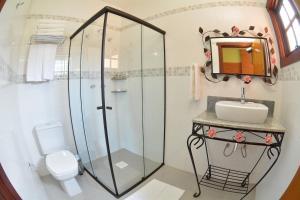 A bathroom at Pousada Villa dos Leais