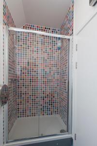 A bathroom at SoHostel