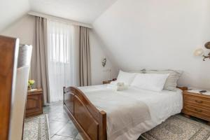 A bed or beds in a room at Hotel Penzion Jagodic