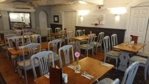A restaurant or other place to eat at The Cedars Hotel, Loughborough