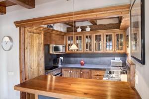 A kitchen or kitchenette at Casa Gisela By Totiaran