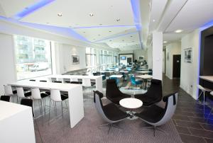 A restaurant or other place to eat at Holiday Inn Express Manchester City Centre Arena, an IHG Hotel