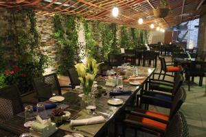 Um restaurante ou outro lugar para comer em Holiday Inn Jeddah Gateway, an IHG Hotel