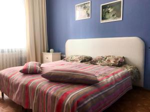 Кровать или кровати в номере Влада