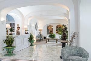 The lobby or reception area at Hotel Mamela
