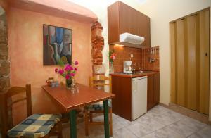 A kitchen or kitchenette at Iason Studios