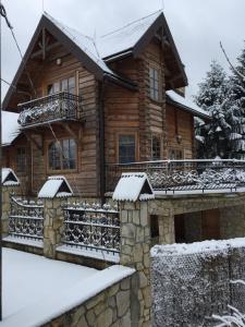 Obiekt Dom z Misiem Krynica Zdrój zimą