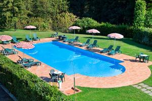 A view of the pool at Park Hotel La Pineta or nearby