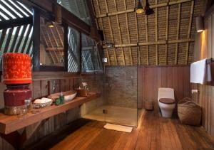 A bathroom at Jeeva Beloam Beach Camp
