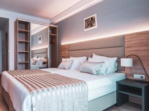 Letto o letti in una camera di Hotel Kaneo