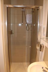 A bathroom at Newgate Apartments