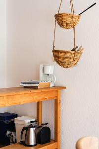 Coffee and tea-making facilities at Basiskulturfabrik Öko-Hotel
