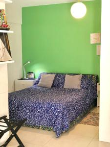 A bed or beds in a room at Descanso