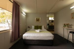 A bed or beds in a room at 24Hour Check-In Motels- Bridgewater Motel