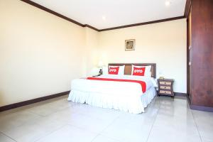A bed or beds in a room at OYO 383 White Inn Hotel