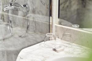 A bathroom at Hotel Sercotel Alfonso V