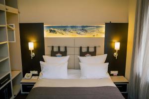 Кровать или кровати в номере Альпен Клаб