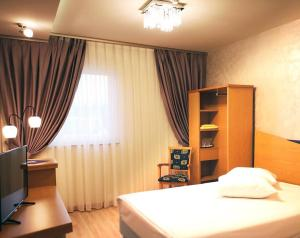 A television and/or entertainment center at Iris Hotel