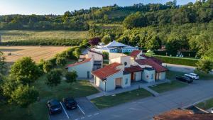 Blick auf Alba Village Hotel aus der Vogelperspektive