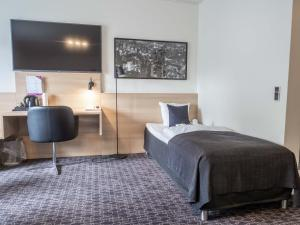 A bed or beds in a room at Hotel Odense