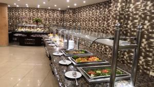 Een restaurant of ander eetgelegenheid bij Verginia Sharm Resort & Aqua Park