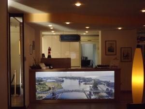 Lobby/Rezeption in der Unterkunft City Hotel Valois
