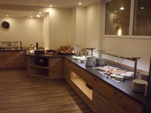 Ein Restaurant oder anderes Speiselokal in der Unterkunft City Hotel Valois