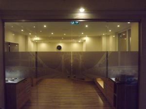 Ein Badezimmer in der Unterkunft City Hotel Valois