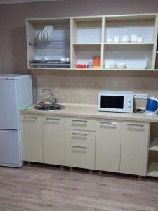 Кухня или мини-кухня в Golfstream Hotel