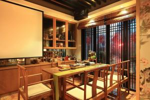 A restaurant or other place to eat at The Beyond Villa Guilin