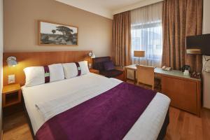 Letto o letti in una camera di Holiday Inn Helsinki-Vantaa Airport, an IHG Hotel