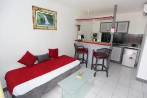A kitchen or kitchenette at Hotel La Maison Creole