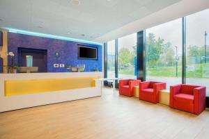 The lobby or reception area at Comfort Hotel Friedrichshafen
