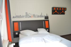 A bed or beds in a room at easyHotel Zürich West