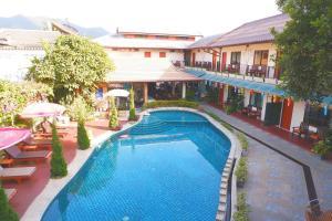 The swimming pool at or near Medio De Pai