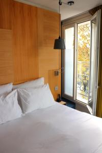 A bed or beds in a room at Le Citizen Hotel