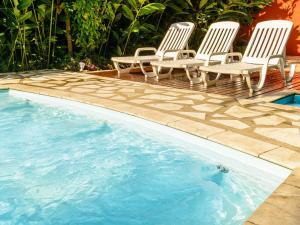 A piscina localizada em Pousada Ecoilha ou nos arredores