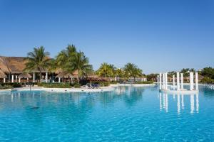 Het zwembad bij of vlak bij Grand Palladium Kantenah Resort & Spa - All Inclusive