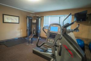 The fitness center and/or fitness facilities at Best Western Plus Sands
