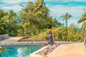 The swimming pool at or near La Tigra Rainforest Lodge