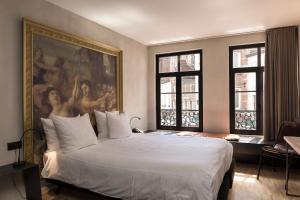 Een bed of bedden in een kamer bij HotelO Kathedral