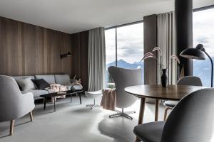 Ein Sitzbereich in der Unterkunft Miramonti Boutique Hotel